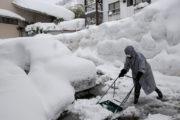 日本北陆地区大雪造成多人伤亡