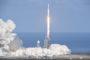 SpaceX成功发射猎鹰重型火箭