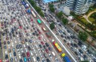 半个海口成停车场!大量自驾游客集体鸣笛抗议(组图)