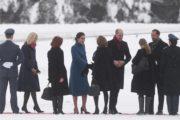 威廉夫妇冒雪出访 孕妈凯特光腿笑容被冻僵(组图)